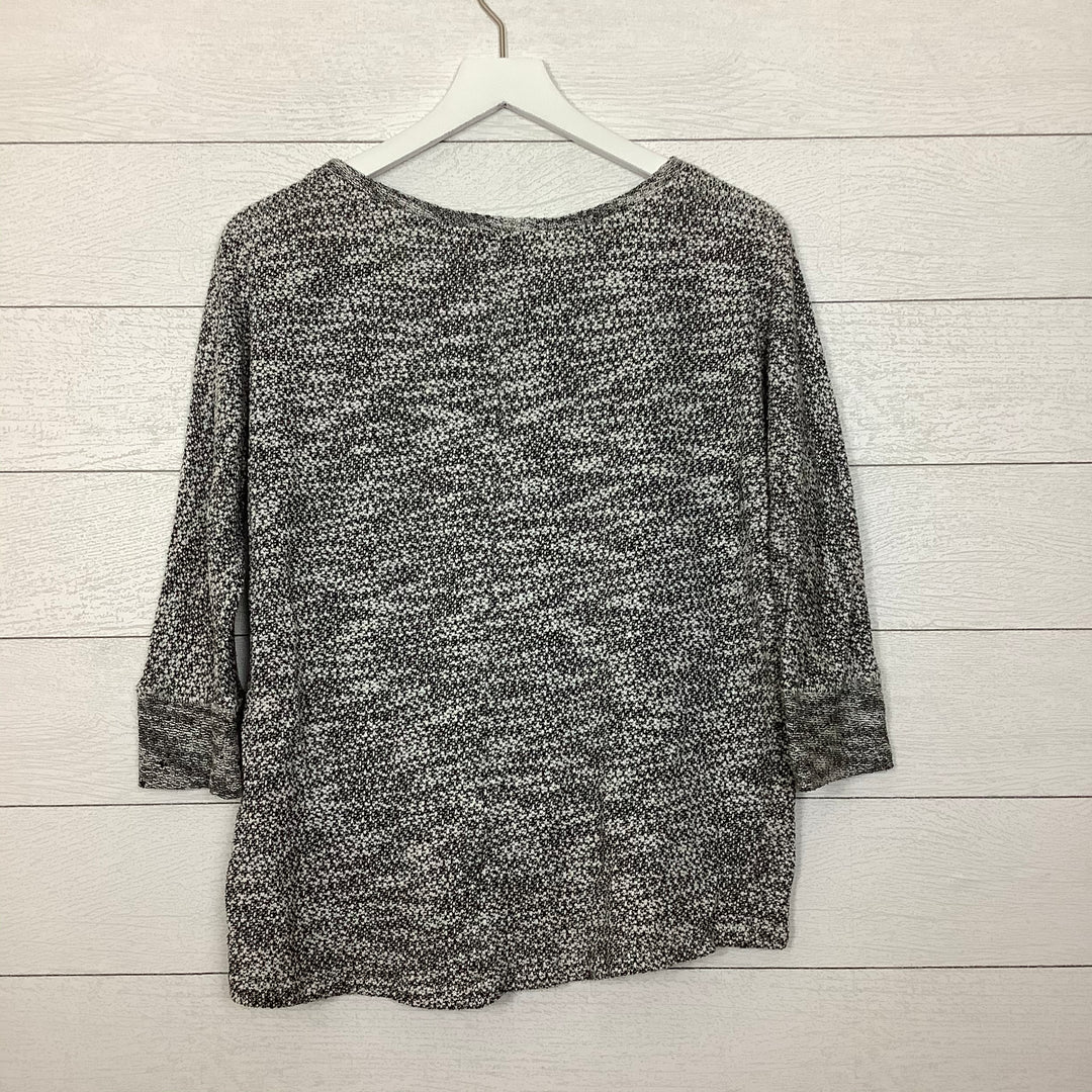 Photo #1 - BRAND: ANN TAYLOR LOFT O <BR>STYLE: TOP LONG SLEEVE <BR>COLOR: GREY <BR>SIZE: L <BR>SKU: 208-208114-40118
