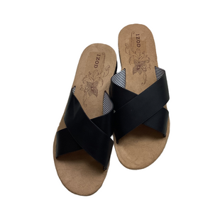 Primary Photo - BRAND: IZOD STYLE: SANDALS FLAT COLOR: BLACK SIZE: 10 SKU: 208-208158-644
