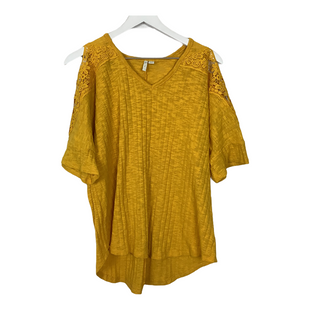 Primary Photo - BRAND: CATO STYLE: TOP SHORT SLEEVE COLOR: YELLOW SIZE: 18 SKU: 208-208163-356