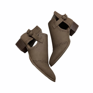 Primary Photo - BRAND: CLARKS STYLE: BOOTS ANKLE COLOR: TAUPE SIZE: 9 SKU: 208-208131-25949