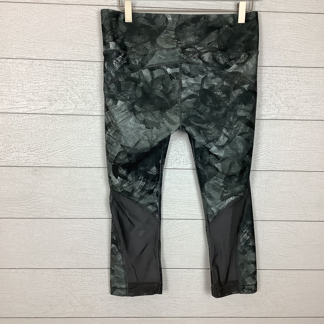 Photo #1 - BRAND: UNDER ARMOUR <BR>STYLE: ATHLETIC CAPRIS <BR>COLOR: GREEN <BR>SIZE: L <BR>SKU: 208-208142-9901