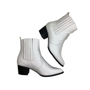 Primary Photo - BRAND: WILD DIVA STYLE: BOOTS ANKLE COLOR: WHITE SIZE: 6.5 SKU: 208-208142-10560