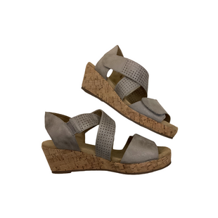 Primary Photo - BRAND: MONROE AND MAIN STYLE: SANDALS LOW COLOR: SILVER SIZE: 8.5 OTHER INFO: AS IS SKU: 208-208165-337