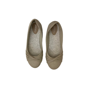 Primary Photo - BRAND:    CLOTHES MENTOR STYLE: SHOES FLATS COLOR: BEIGE SIZE: 8.5 OTHER INFO: HOT CAKES - SKU: 208-208135-8836