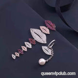 Cute lips styling earrings