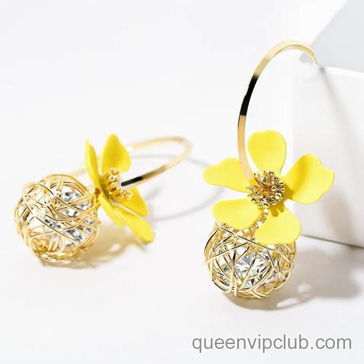 Rhinestone Flower Shape Design Earrings