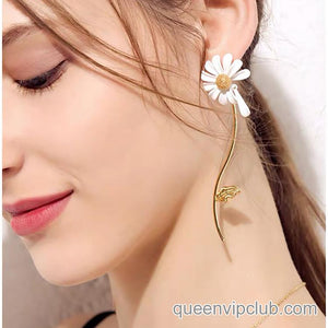 White daisy design Asymmetry drop earrings