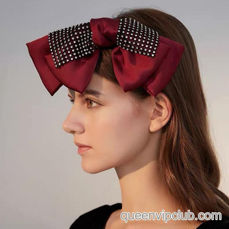Large hairpin with bow and rhinestone design