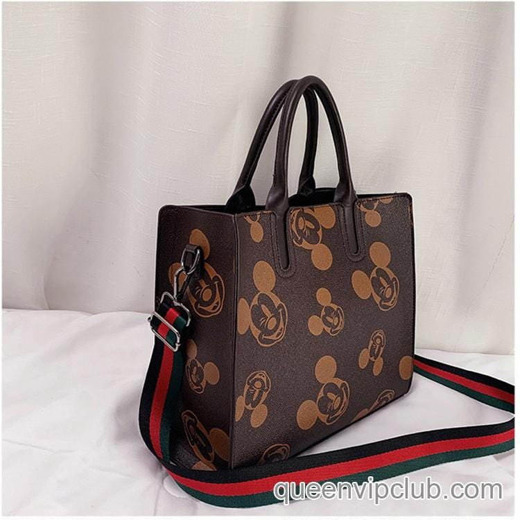 Fashionable leisure bag