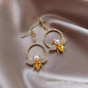 Stylish bee design earrings