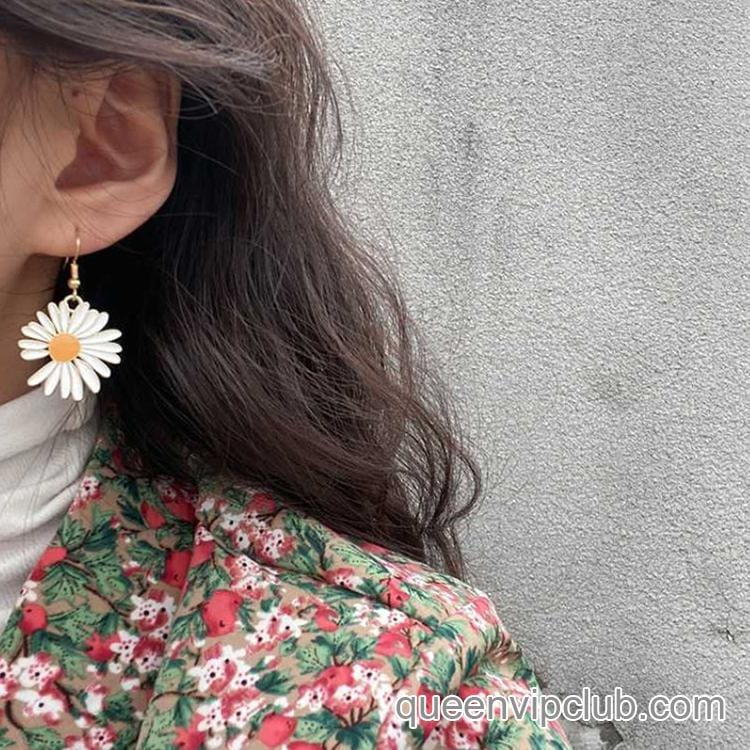 Small chrysanthemum design earrings