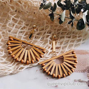 Retro earrings in semicircular design