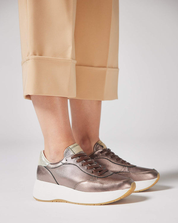 metallic Sneakers mit Plateau