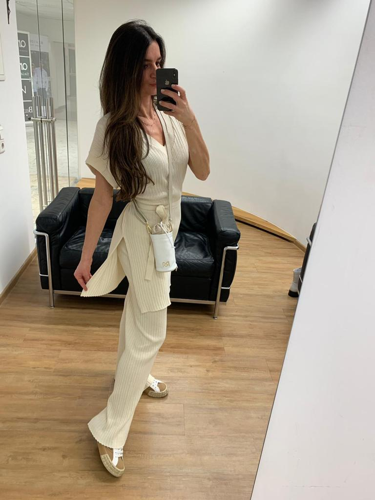 Rinascimento-kauflokal-altstadt-naturfaser-outfit-instagram-c5rinascimento-shopping-onlineshopping-salzburg-c5-OOTD-austria-madeinitaly-fashion-salzburgkauftlokal-Casual-Comfy-Cozy-sommer-summer-model-instagram-neue-kollektion-2021