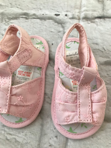 NEW 3-6 month pink Pram Shoes