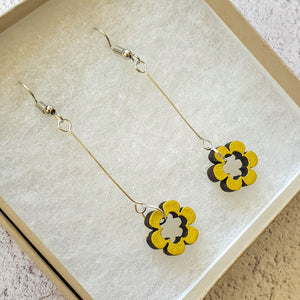 Dangly Daisy Earrings - Soft Yellow