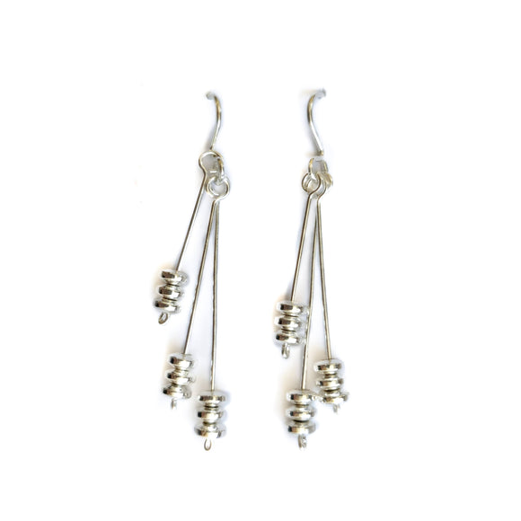 Drop earring with haematite
