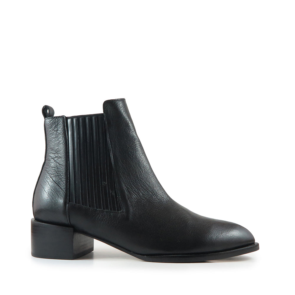 Channel Boot - Plain Black