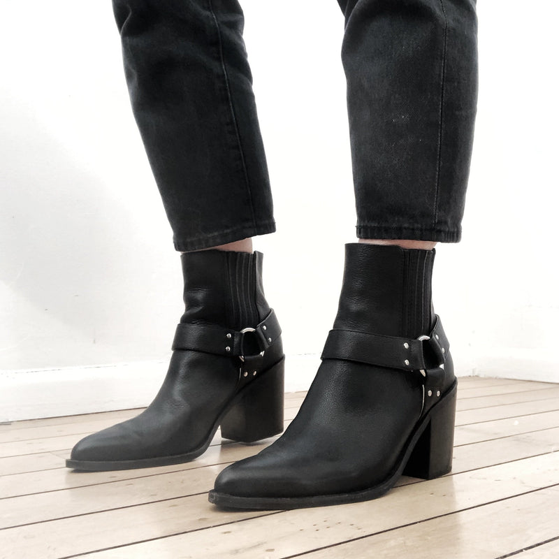 Headway Boot - Black