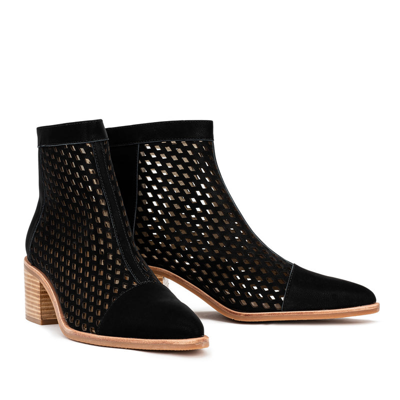 Streamline Boot - Black Laser