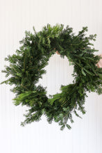 "Load image into Gallery viewer, 18"" Mixed Wreath Plain"