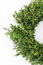 "Load image into Gallery viewer, 16"" Round Boxwood Wreath"