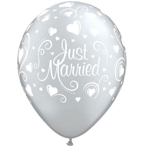 5 Silver Just Married Latex Balloons