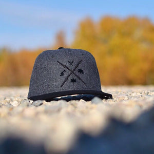 Unisex - Barb Wire Snapback - Heather Charcoal / Black
