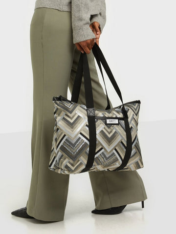 day_et_gweneth_petra_day_bag