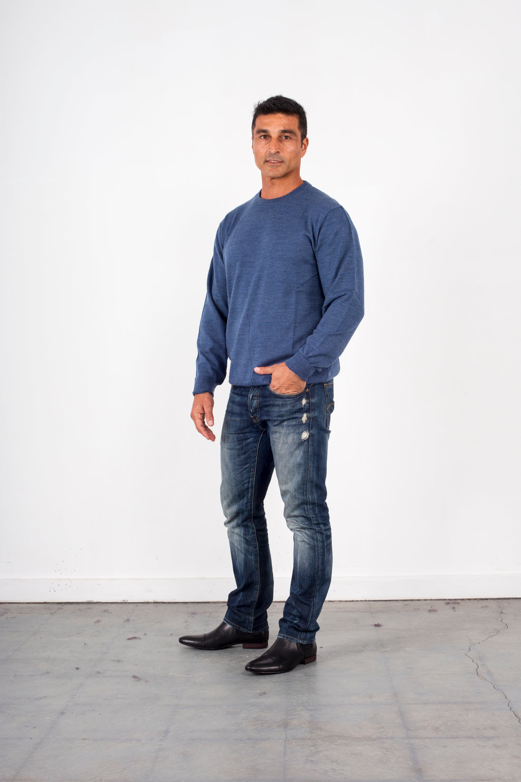 FL840 – SMALL CREW NECK WITH BASQUE