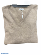 Load image into Gallery viewer, VEE NECK PULLOVER BL9652
