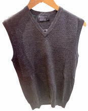 Load image into Gallery viewer, V-Neck Vest Fine Gage KW6728 Ansett knitwear