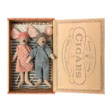 Mum & Dad In Cigar Box