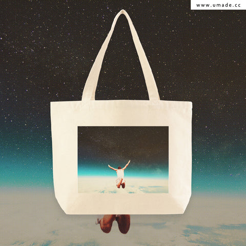 UMade Artist Large Tote Bag 藝術家創作帆布包- Falling With A Hidden Smile-Frank Moth