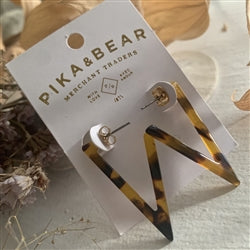 Pika & Bear- Flying V Hoop Earrings In Tortoise Shell