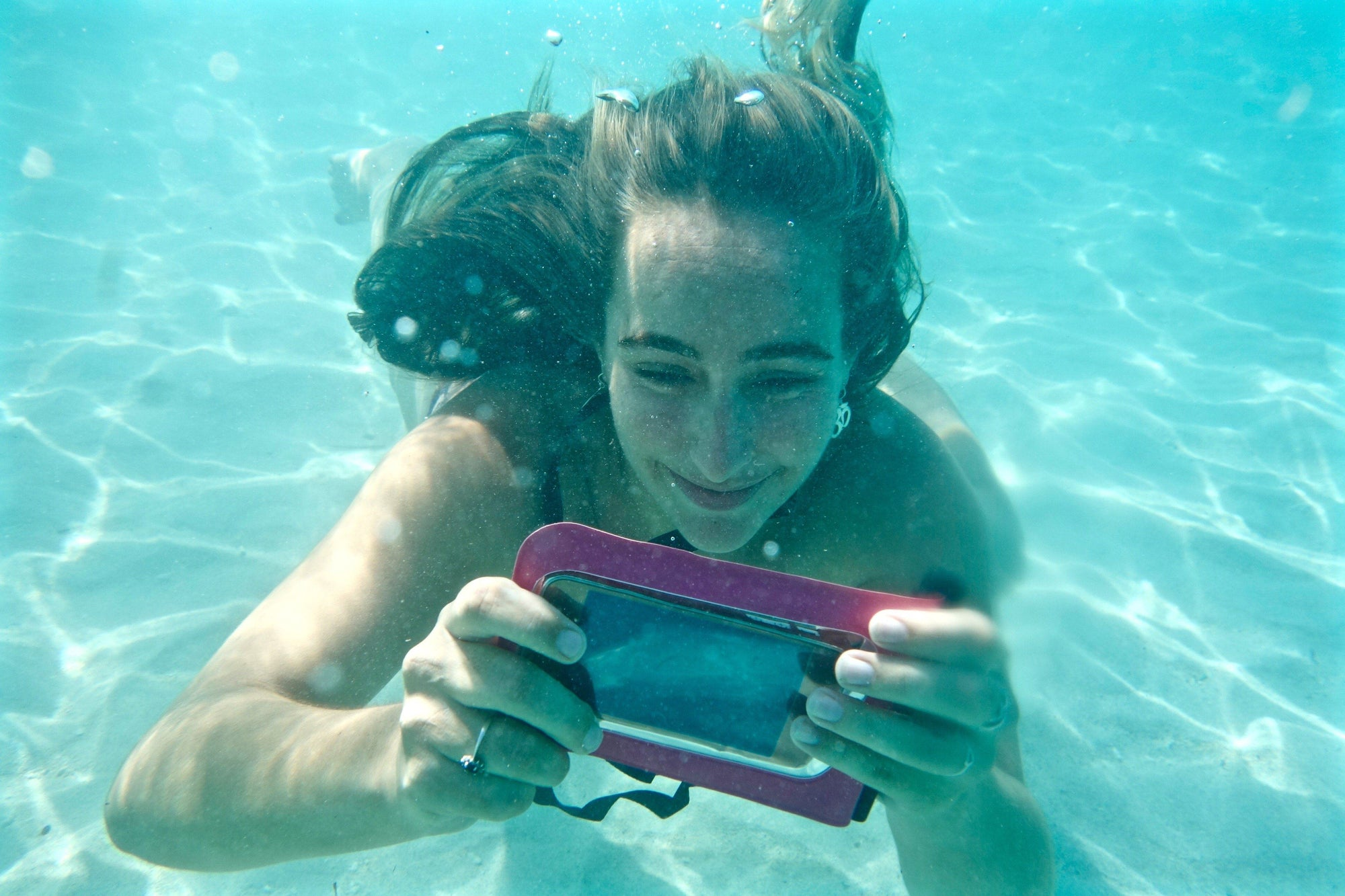 Phone Lost for 10 Days Underwater Found Undamged
