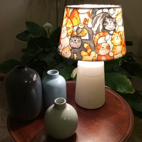 A lotta cats table lamp
