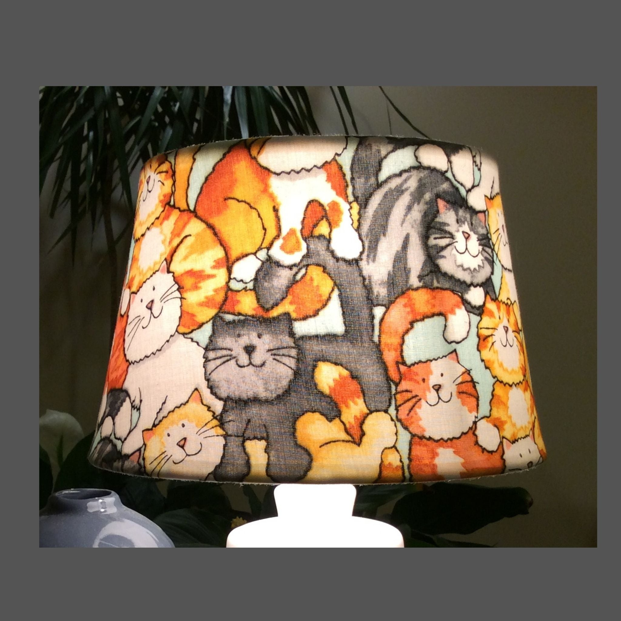 A lotta cats lampshade