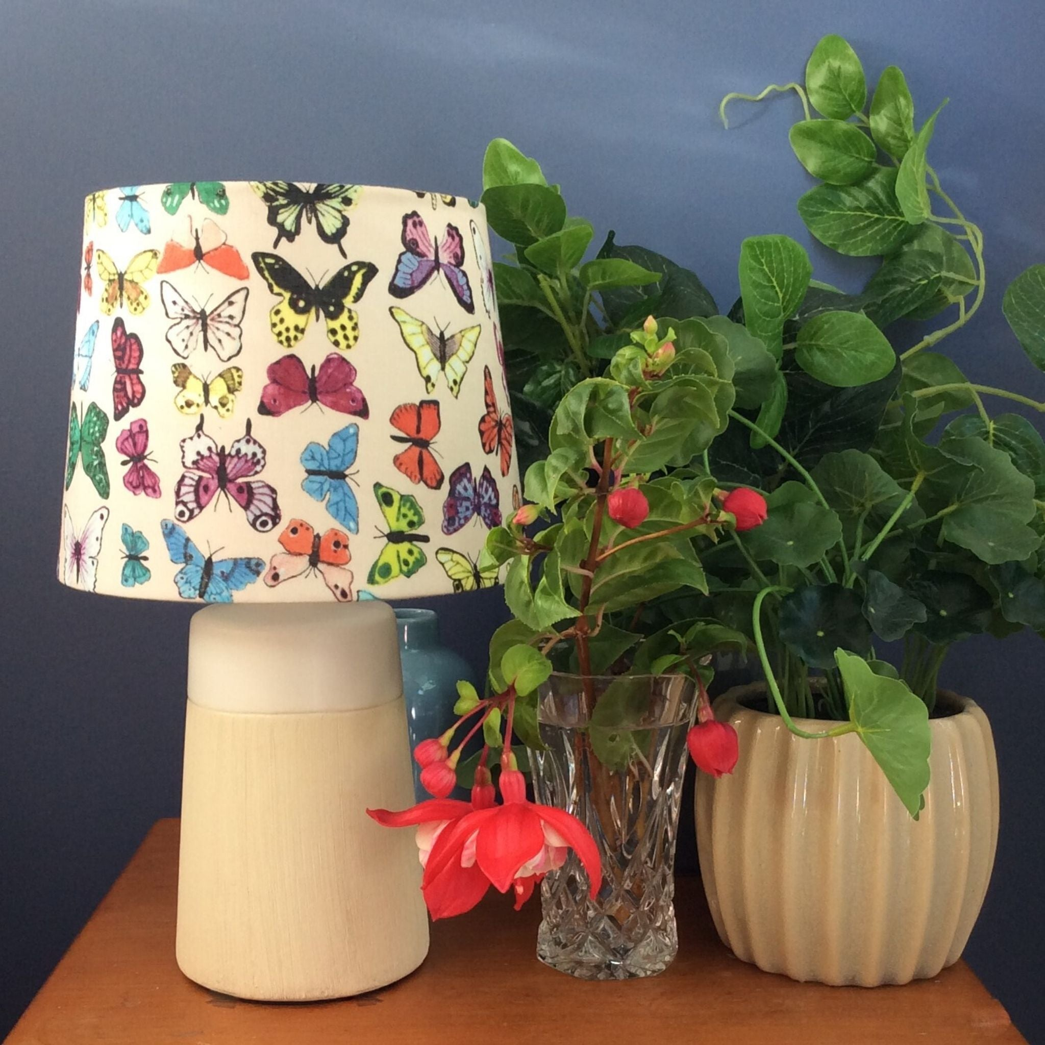 Small butterfly table lamp
