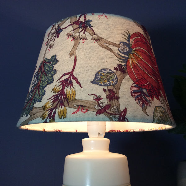 Oriental floral table lamp