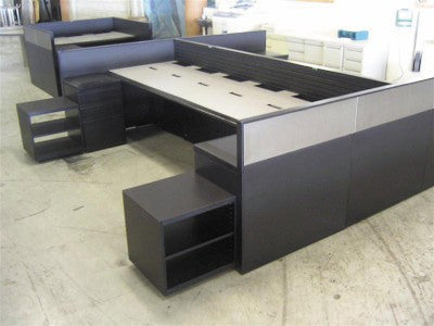 Pre-owned Desk 1