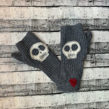 Load image into Gallery viewer, Gloves-Skulls