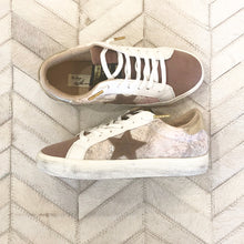Load image into Gallery viewer, Blush Snake Star Sneakers