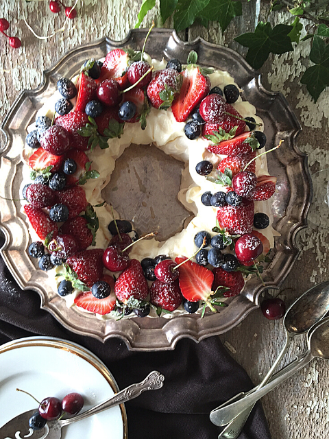 Christmas Berry Wreath Pavlova