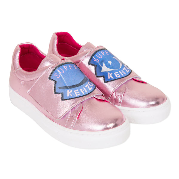 Pink shiny leather shoes