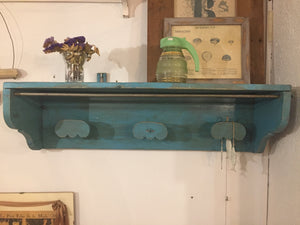 Estante colgador antiguo en madera con su pátina original  - Antique shelf