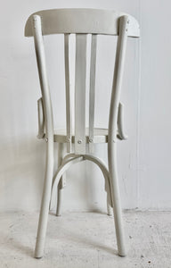 Silla tipo Thonet pintada en blanco antiguo - Thonet style antique chair painted old white