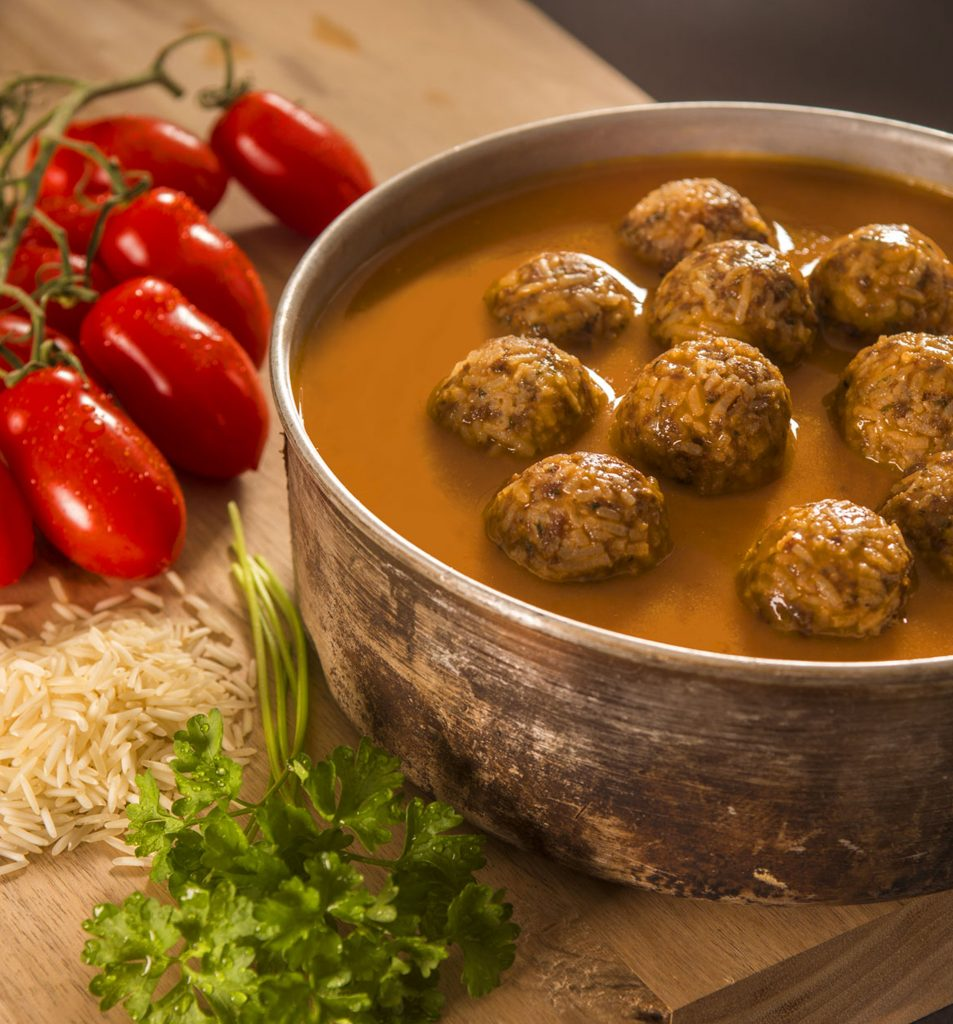 Meatballs with basmati and tomato sauce