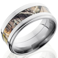Style 103625: Titanium 9mm Flat Band with 4mm of Realtree AP Camo