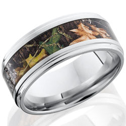 Style 103784: Cobalt Chrome 9mm flat band with grooved edges with 5mm of MossyOak Camo